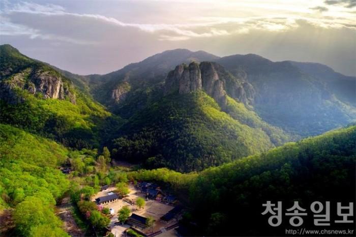 주왕산전경.jpg